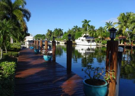 Las Olas Isles Vacation Rental Villa